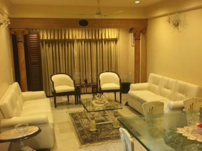Gallery Cover Image of 800 Sq.ft 2 BHK Apartment for rent in Bandra West for 150000