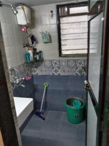 Bathroom Image of 585 Sq.ft 1 BHK Apartment for buy in Kandivali West for 10500000