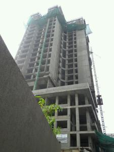 Gallery Cover Image of 915 Sq.ft 2 BHK Apartment for buy in Malad East for 17200000