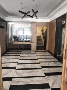 Gallery Cover Image of 2450 Sq.ft 5 BHK Apartment for rent in Capri Heights, Bandra West for 600000