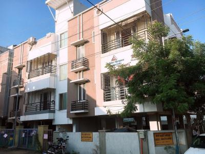Gallery Cover Image of 1200 Sq.ft 2 BHK Apartment for rent in Velachery for 22000