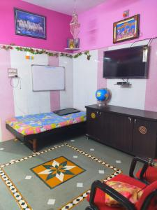 Gallery Cover Image of 720 Sq.ft 2 BHK Independent House for buy in Bapunagar for 2000000