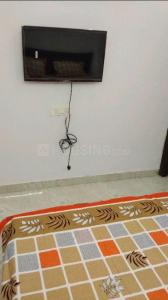 Gallery Cover Image of 450 Sq.ft 2 BHK Independent Floor for rent in Vishnu Garden for 15000