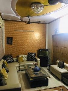 Gallery Cover Image of 950 Sq.ft 3 BHK Independent Floor for buy in Sector 24 Rohini for 8500000