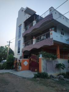 Gallery Cover Image of 1000 Sq.ft 2 BHK Independent Floor for rent in Gummudipoondi for 10000