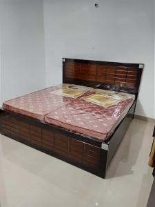 Gallery Cover Image of 1235 Sq.ft 3 BHK Apartment for rent in Uninav Heights, Raj Nagar for 27000