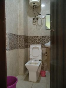 Bathroom Image of Joshi PG in Katwaria Sarai