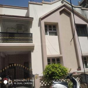Gallery Cover Image of 1035 Sq.ft 2 BHK Independent House for buy in Chandlodia for 11000000