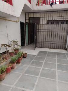 Building Image of Abhinav Associates PG in Kalkaji