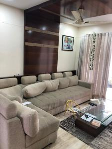 Gallery Cover Image of 1100 Sq.ft 3 BHK Apartment for rent in Kothrud for 35000