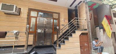 Gallery Cover Image of 450 Sq.ft 2 BHK Independent Floor for buy in Jahangirpuri for 2200000