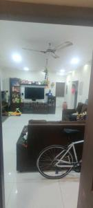 Gallery Cover Image of 1270 Sq.ft 2 BHK Apartment for buy in Velachery for 9000000