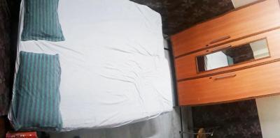 लक्ष्मी नगर में रेंटल रूम्स फॉर गर्ल्स के बेडरूम की तस्वीर