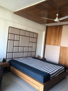 Gallery Cover Image of 2950 Sq.ft 4 BHK Apartment for rent in Bopal for 150000