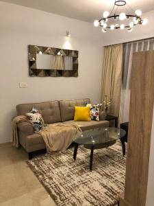 Gallery Cover Image of 580 Sq.ft 1 BHK Apartment for buy in Lodha Palava Marvella B C D E F G, Antarli for 3900000