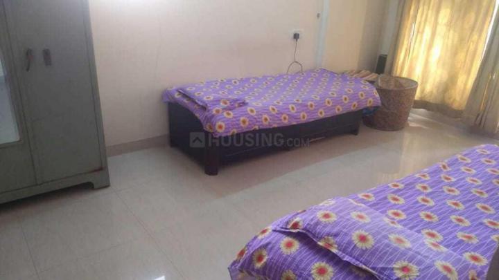 लक्ष्मी नगर में देव लक्ज़री बॉय पीजी के बेडरूम की तस्वीर