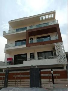 Gallery Cover Image of 2200 Sq.ft 3 BHK Independent Floor for rent in Sector 84 for 30000