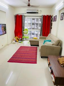 Gallery Cover Image of 980 Sq.ft 2 BHK Apartment for rent in Godrej Central, Chembur for 50000
