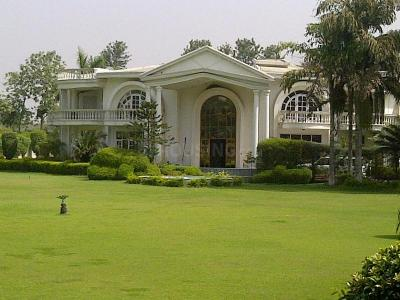 Gallery Cover Image of 3000 Sq.ft 6 BHK Independent Floor for rent in Sector 44 for 80000