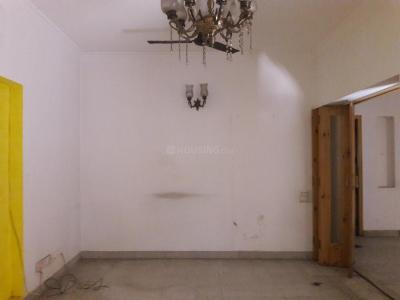Gallery Cover Image of 1800 Sq.ft 3 BHK Apartment for buy in Vasant Kunj for 30000000