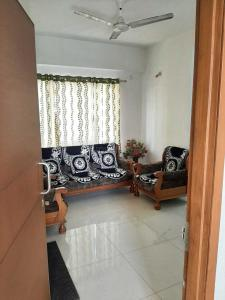 Gallery Cover Image of 925 Sq.ft 2 BHK Apartment for rent in Goyal Aakash Residency, Shela for 20000