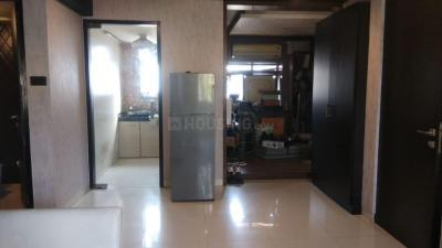 Gallery Cover Image of 650 Sq.ft 1 BHK Apartment for rent in Bandra West for 80000