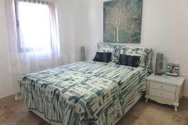 Gallery Cover Image of 1300 Sq.ft 3 BHK Apartment for buy in Borivali West for 23000000