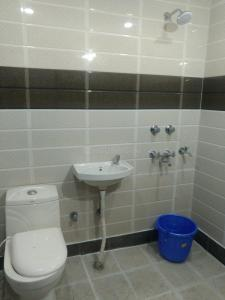 Common Bathroom Image of The Shimmer Accomodations in Lajpat Nagar