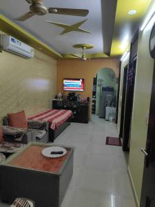 Gallery Cover Image of 675 Sq.ft 2 BHK Independent Floor for buy in Swasthya Vihar for 3000000