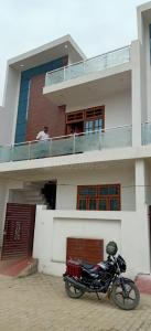 Gallery Cover Image of 2000 Sq.ft 3 BHK Villa for buy in Yash Elite Villas, Gomti Nagar for 6800000