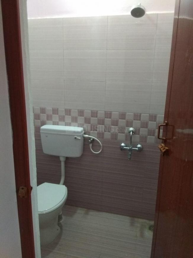Bathroom Image of 800 Sq.ft 2 BHK Independent House for buy in Karanai Puthuchery for 6700000