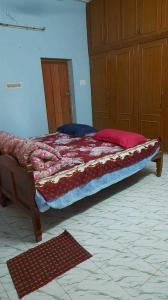 Gallery Cover Image of 300 Sq.ft 1 RK Independent House for rent in Sembakkam for 5000