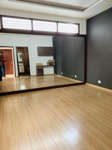 Gallery Cover Image of 5500 Sq.ft 6 BHK Independent House for rent in Armane Nagar for 350000