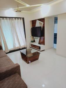 Gallery Cover Image of 750 Sq.ft 1 BHK Apartment for buy in Kalyan East for 4100000