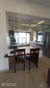 Gallery Cover Image of 450 Sq.ft 1 RK Apartment for rent in Bandra Mariam CHS, Bandra West for 30000