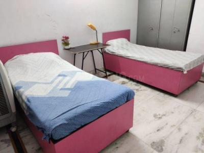 Bedroom Image of Saroj Kumar in Niti Khand