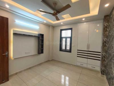 Gallery Cover Image of 900 Sq.ft 3 BHK Independent Floor for buy in Dwarka Mor for 5400000