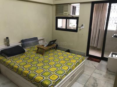 Gallery Cover Image of 450 Sq.ft 1 RK Apartment for rent in Khar West for 35000