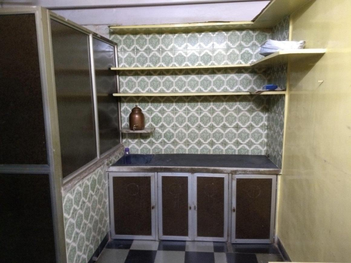 Kitchen Image of 375 Sq.ft 1 RK Apartment for rent in Marine Lines for 27000