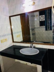 Bathroom Image of Urbanroomz in DLF Phase 2
