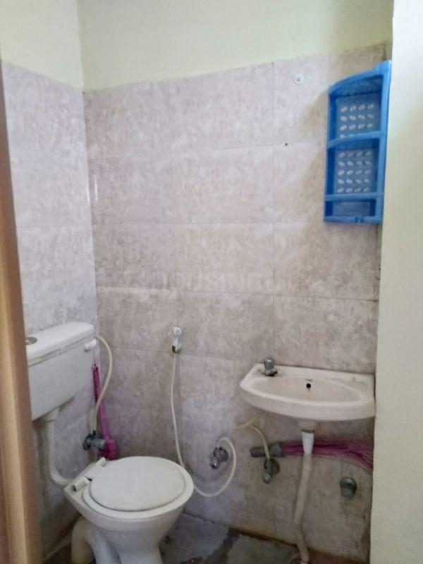 Common Bathroom Image of 550 Sq.ft 1 BHK Apartment for rent in Adugodi for 15000
