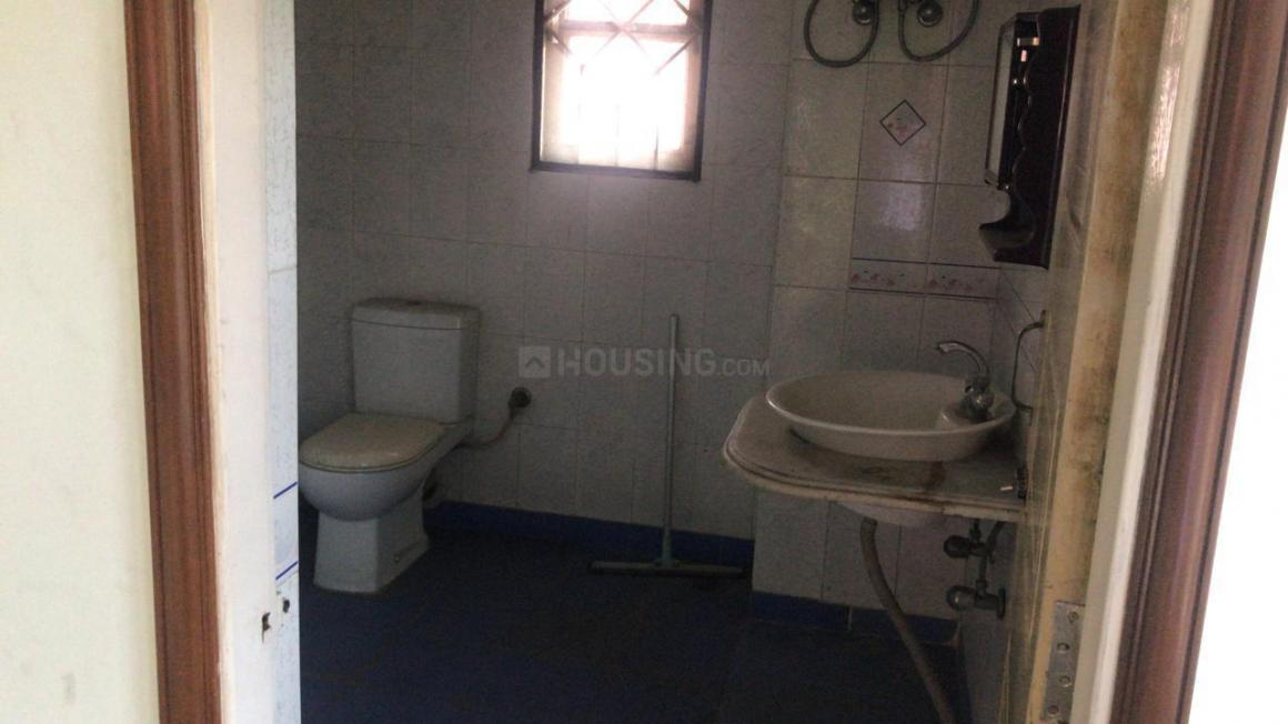 Common Bathroom Image of 4000 Sq.ft 5 BHK Independent House for rent in Bankra for 45000