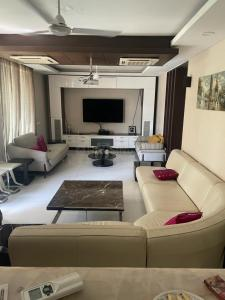 Gallery Cover Image of 6500 Sq.ft 5 BHK Independent House for buy in Sector 45 for 75000000