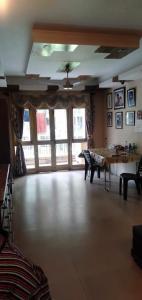 Gallery Cover Image of 1558 Sq.ft 3 BHK Apartment for buy in Niva Building, Netaji Nagar for 15000000