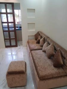 Gallery Cover Image of 1100 Sq.ft 3 BHK Apartment for rent in Tangra for 22000