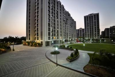 Gallery Cover Image of 1500 Sq.ft 2 BHK Apartment for rent in Safal Orchid Elegance, Bopal for 16000