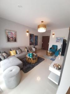 Gallery Cover Image of 1238 Sq.ft 2 BHK Apartment for buy in Okas Residency, Golf City for 4454000