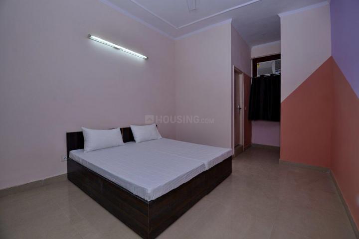 ओयों लाइफ जीआरजी1100 इन डीएलएफ़ फेज 3 के बेडरूम की तस्वीर