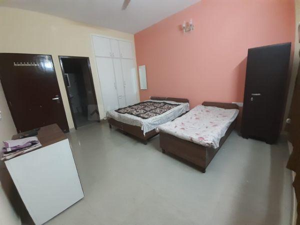 Bedroom Image of Renu PG in Sector 45
