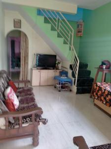 Gallery Cover Image of 1450 Sq.ft 2 BHK Independent House for buy in Hirawadi for 4500000